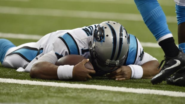 Cam Newton cleared to play on Sunday--IMAGE