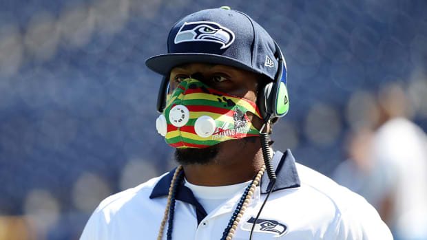 marshawn-lynch-960-training-mask.jpg