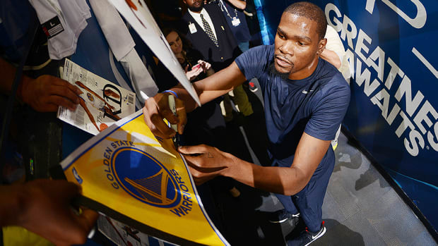 kevin-durant-warriors-usa-basketball-oracle-arena-ovation-video.jpg