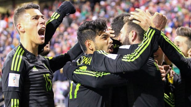 Mexico defeats USMNT 2-1 in World Cup qualifier--IMAGE