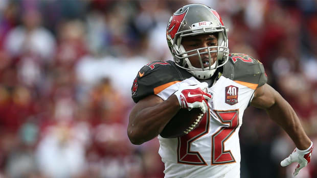Buccaneers RB Doug Martin enters drug treatment facility, suspended four games - IMAGE