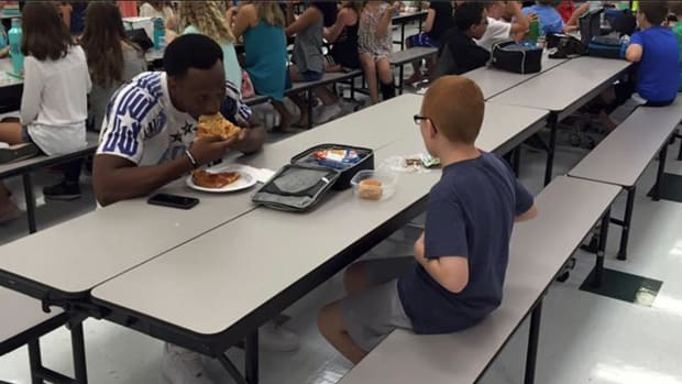 FSU's Travis Rudolph made incredible gesture to boy with autism - IMAGE