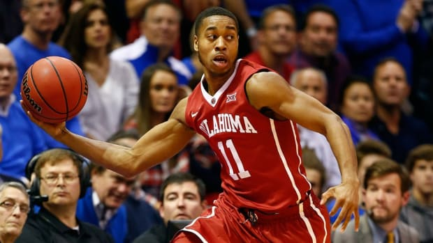 Shootaround: Isaiah Cousins balances Oklahoma on the court, sets the soundtrack for the Sooners off it