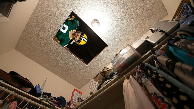 packers-tim-masthay-college-live-utility-closet.jpg