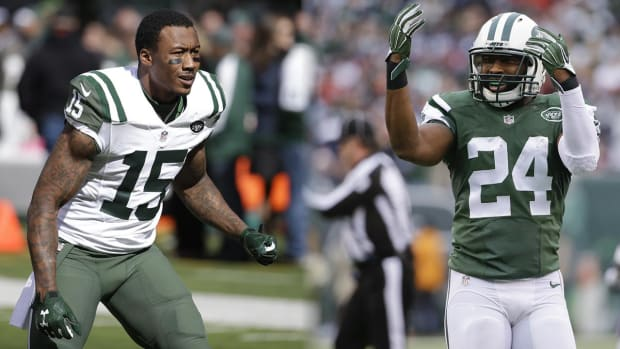 Brandon Marshall, Darrelle Revis fight at Jets practice -- IMAGE