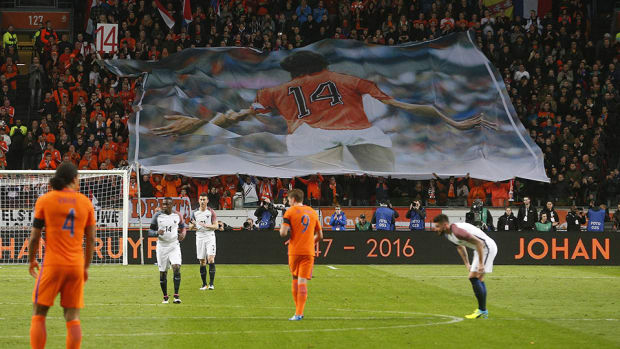 johan-cruyff-netherlands-france-honor-stoppage.jpg