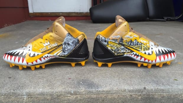 Antonio Brown honors Arnold Palmer on cleats -- IMAGE