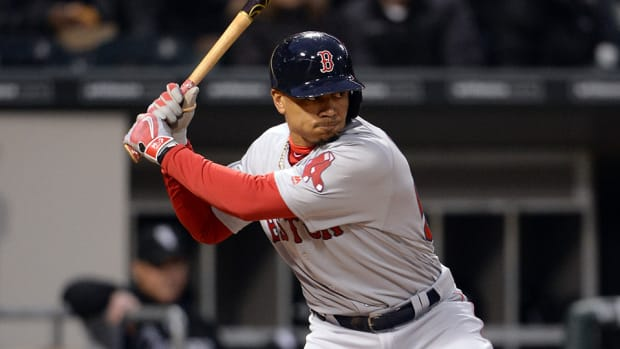 mookie-betts-960-axe-bat.jpg