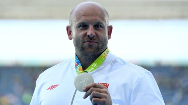 piotr-malachowski-selling-medal-boy-with-cancer.jpg