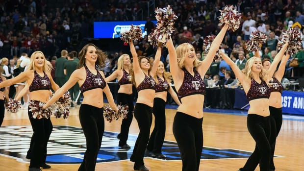 Texas-A&M-cheerleaders-SI255_TK1_00416.jpg