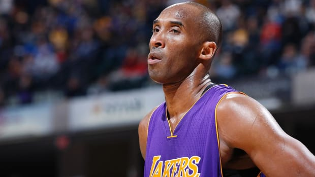 Kobe Bryant hates that the Lakers 'suck' during his farewell tour--IMAGE