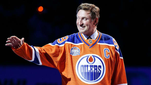 Wayne Gretzky returns to Oilers in executive role IMAGE