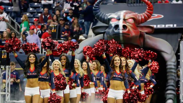 Houston-Texans-cheerleaders-AP_989828439315.jpg
