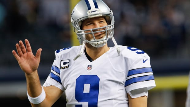 mmqb-tony-romo-waves.jpg