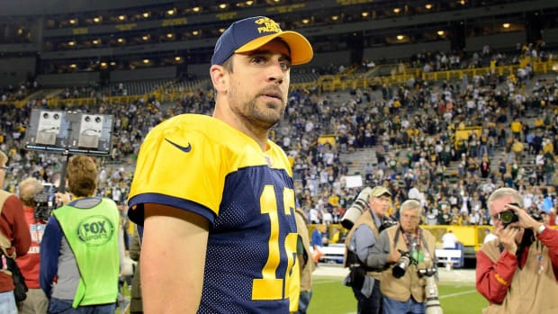Aaron Rodgers to drink scotch, watch film after Packers loss - IMAGE