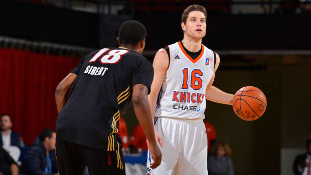 jimmer-fredette-knicks-contract-sign.jpg