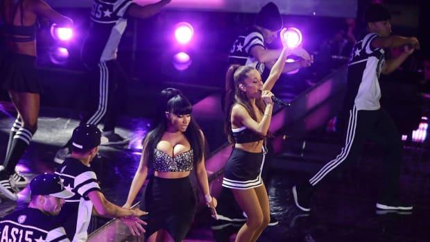 2015-Ariana-Grande-Nikki-Minaj.jpg