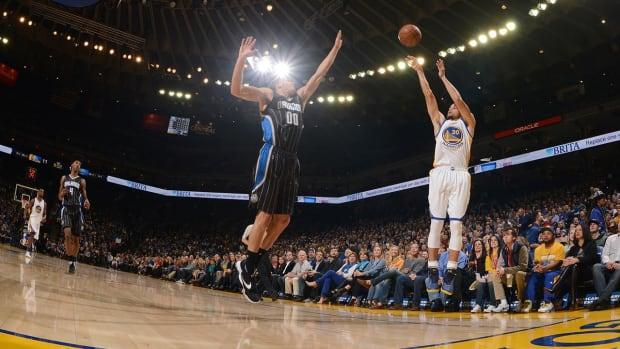 Warriors break record for consecutive regular-season home wins - IMAGE