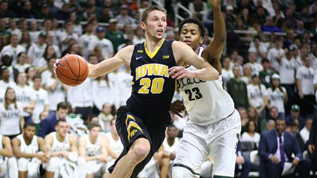 jarrod-uthoff-iowa-630-team-preview.jpg
