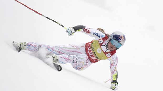Lindsey Vonn injured in crash - IMAGE