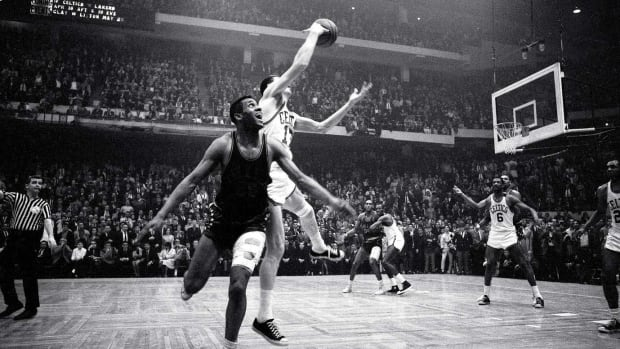 1965-John-Havlicek-steal-Chet-Walker-Game-7-001302789.jpg
