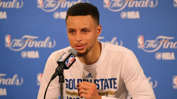 Steph Curry reveals what he wanted to say to LeBron after Game 7 - IMAGE