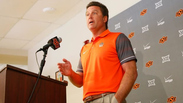 Mike Gundy thinks cell phones are making college athletes worse - IMAGE