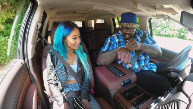 Shaq went undercover as Lyft Driver -- IMAGE