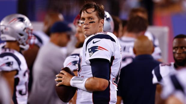 Tom Brady calls for players to 'stand together' -- IMAGE