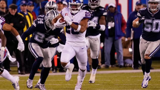 Nov 4, 2019; East Rutherford, NJ, USA; New York Giants running back Saquon Barkley (26) runs for a 65 yard 1st down ion the 4th quarter at MetLife Stadium.