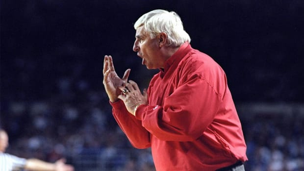 Ex-Indiana basketball player alleges abuse by Bob Knight in book - IMAGE