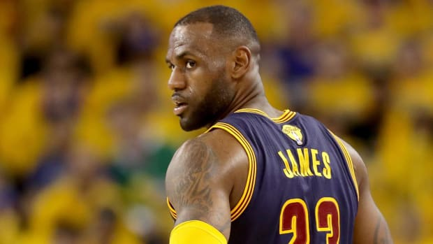 LeBron James rejects comparisons to Michael Jordan, Muhammad Ali - IMAGE