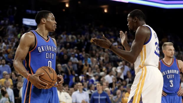 Kevin Durant dominates as Warriors defeat Thunder -- IMAGE
