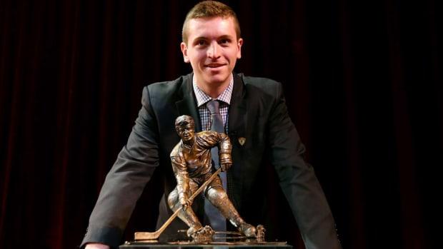 jimmy-vesey-hobey-award-winner-harvard-hockey.jpg