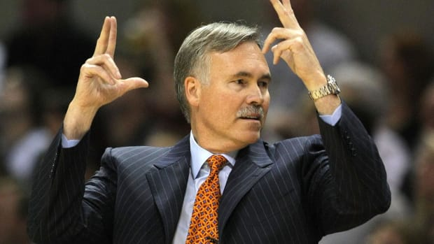 Report: Suns' coaching search includes Mike D'Antoni, Luke Walton -- IMAGE