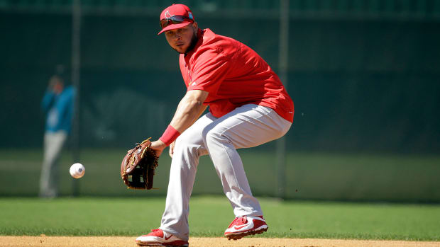 Cardinals shortstop Jhonny Peralta could be out 2–3 months with thumb injury IMAGE