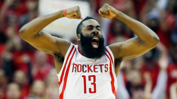 houston-rockets-free-throw-garbage-can-distraction.jpg