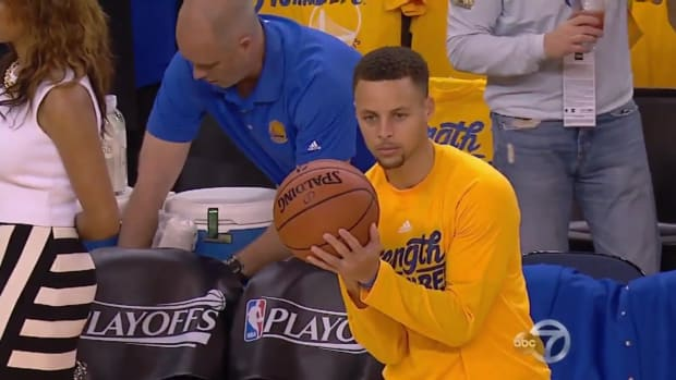 stephen-curry-warmups.png