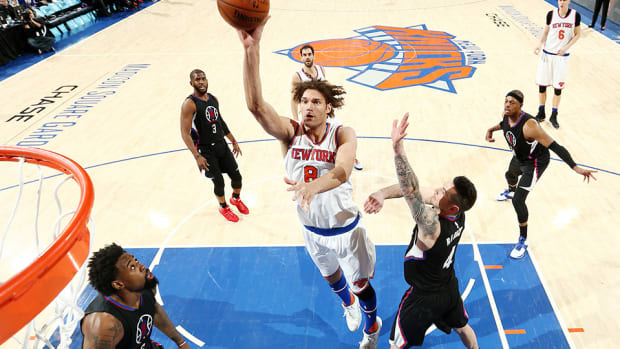 new-york-knicks-los-angeles-clippers-robin-lopez-ejected.jpg