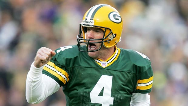 Brett Favre, Terrell Owens join 2016 Pro Football Hall of Fame finalists--IMAGE