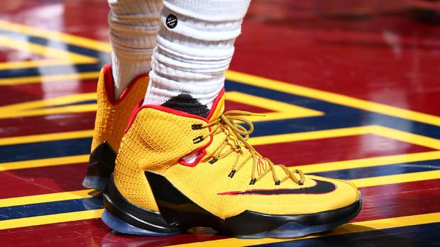 lebron_james_sneaker_wars_.jpg