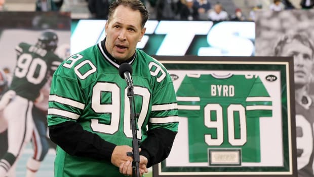 Former New York Jet Dennis Byrd dies in car accident--IMAGE