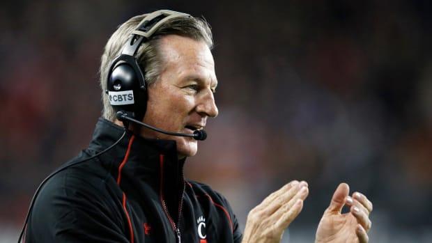 Cincinnati coach Tommy Tuberville claps back at heckler: 'Go to hell, get a job' IMAGE