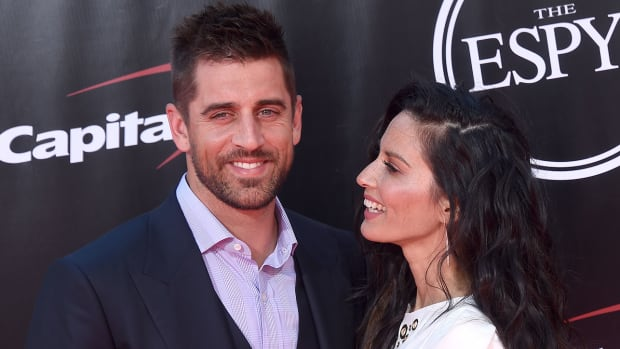 aaron-rodgers-packers-sexuality-questioned.jpg