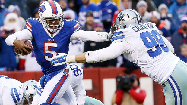 tyrod-taylor-buffalo-bills-quarterbacks-under-pressure.jpg