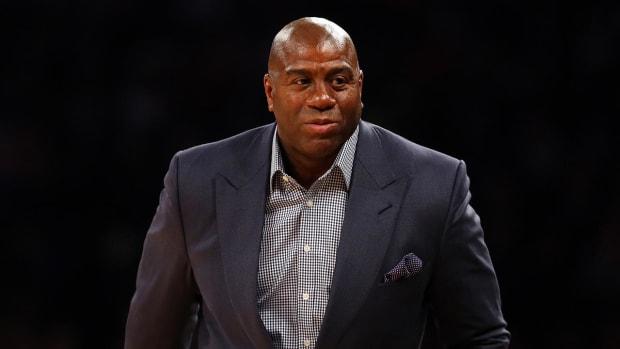 Lakers remove Magic Johnson's ceremonial VP title -- IMAGE