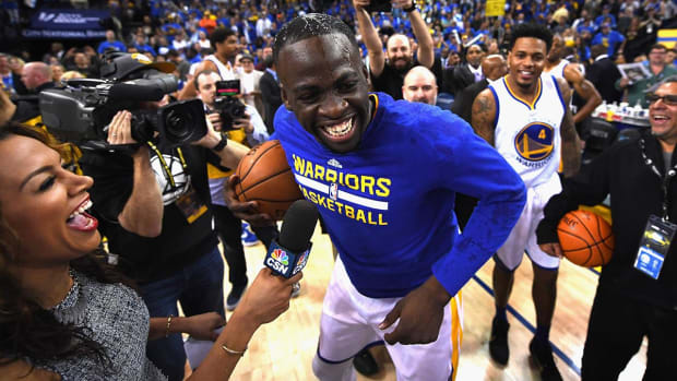 Warriors make history, top Grizzlies for NBA record 73rd win--IMAGE