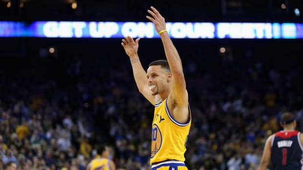 Warriors continue pursuit of history with win over Wizards - IMAGE