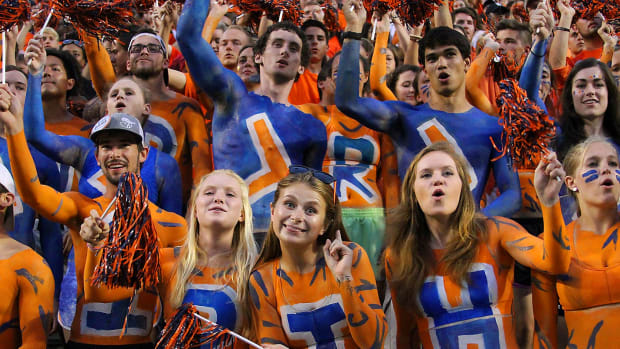 Auburn-Tigers-fans-CGT169170169_AU_v_TAMU.jpg