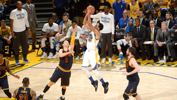 Warriors head into Game 2 against Cavaliers as dominant unit--IMAGE